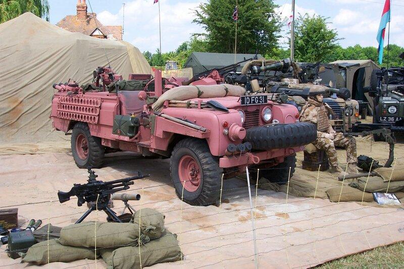 land-rover-s2-109-sas-pink-panther-10-fg