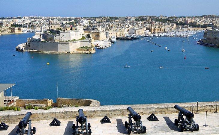 malta-valletta-grand-harbor.jpg