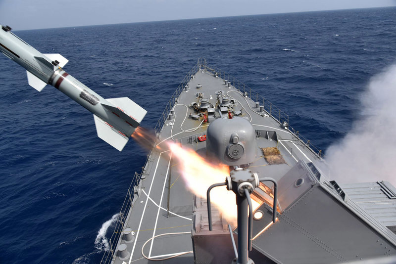 japanese-training-destroyer-ships-conducts-anti-submarine-rocket-firing-exercise-5.jpg?fit=2000,1335&ssl=1