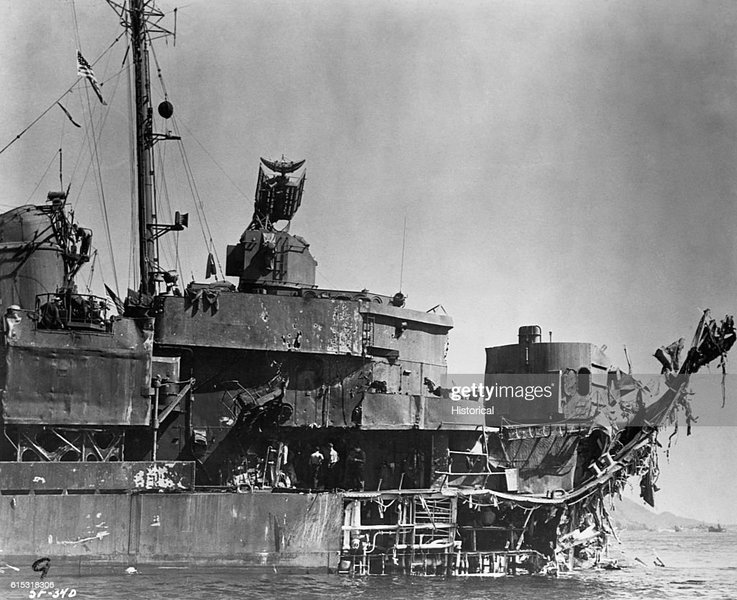 newcomb-damaged-by-a-kamikaze-attack-whi