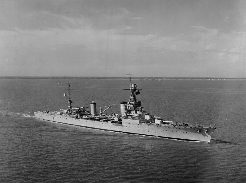 French_heavy_cruiser_Suffren_in_Hampton_