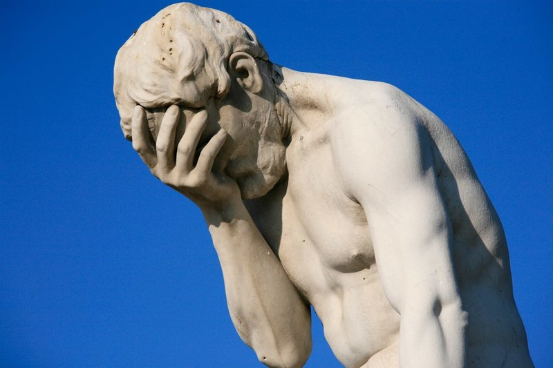 Paris_Tuileries_Garden_Facepalm_statue.j