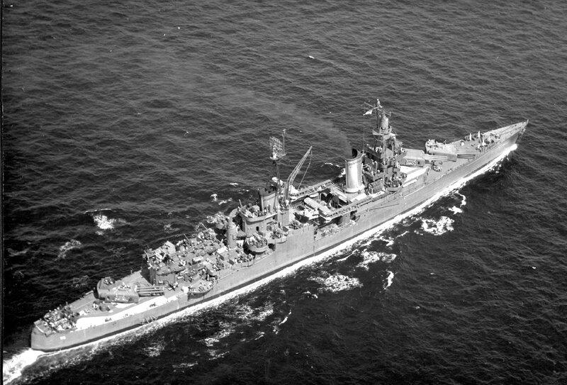 USS_Indianapolis_(CA-35)_underway_at_sea,_in_1943-1944_(NH_124466).jpg
