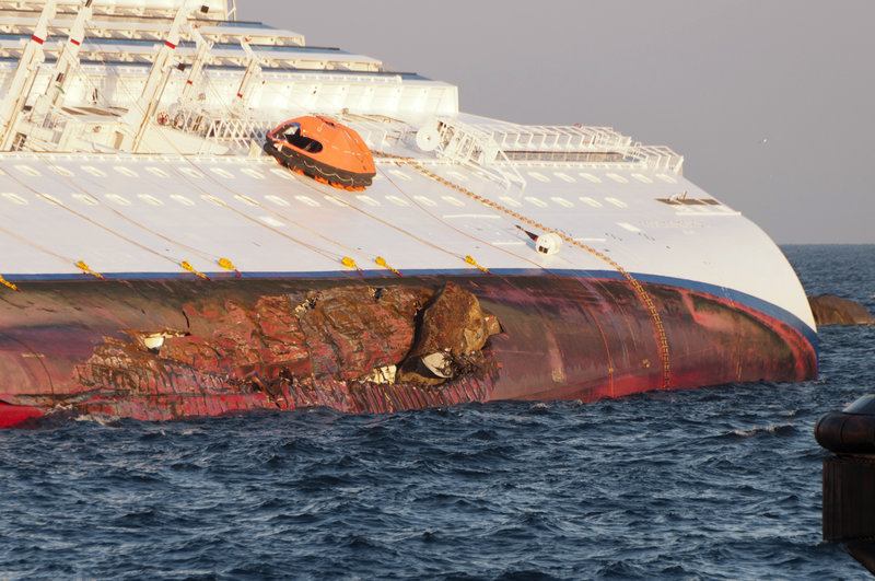 Collision_of_Costa_Concordia_DSC4191.jpg