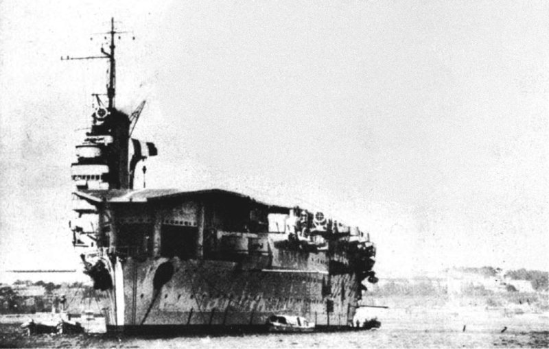 French_carrier_B%C3%A9arn_at_anchor_in_t