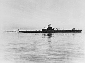 300px-USS_Growler_(SS-215)_underway_on_5