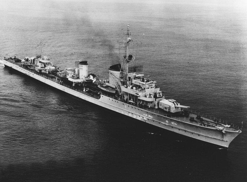 1280px-German_destroyer_Z39_underway_off