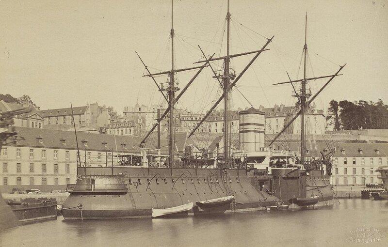 1200px-Le_Redoutable_au_port_de_Brest_(J