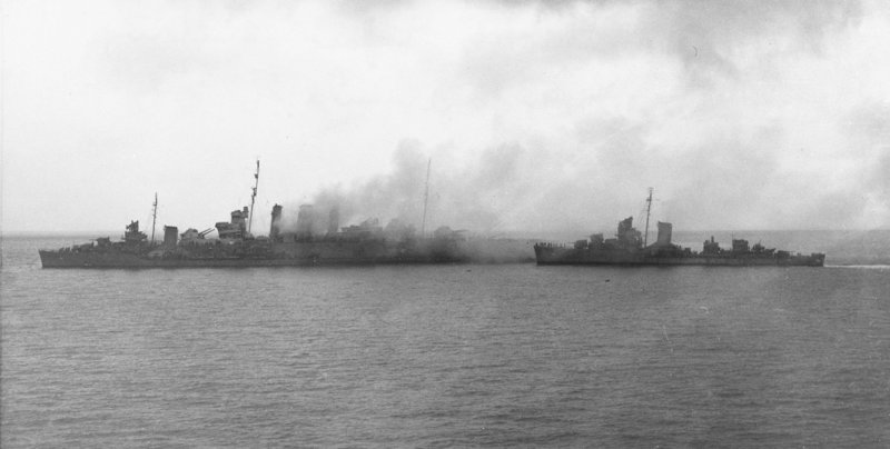 1920px-Sinking_HMAS_Canberra_(D33)_with_