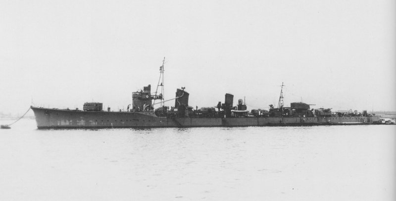 1920px-Japanese_destroyer_Tanikaze_at_an